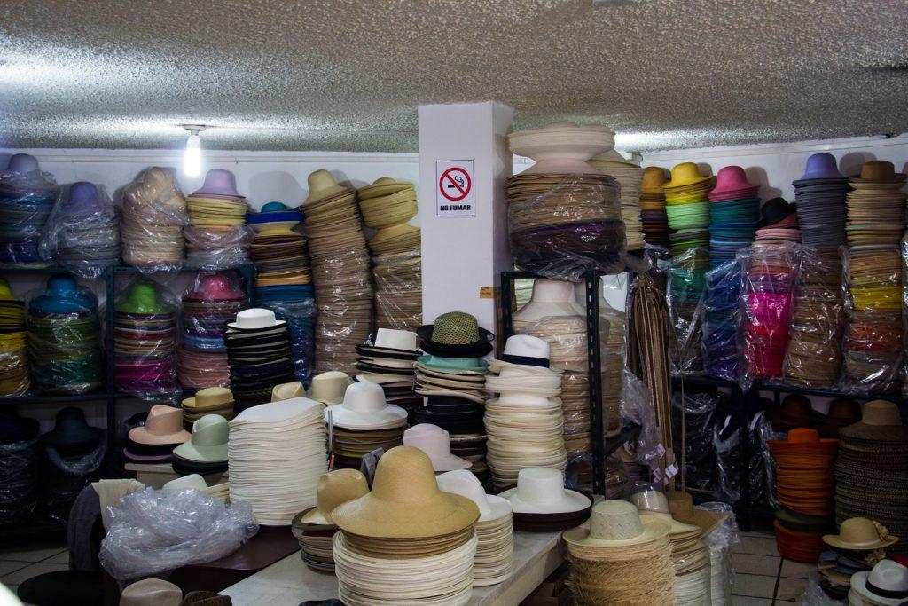 Fertig zum Versand: Panamahüte in allen Formen und Farben von Homero Ortega