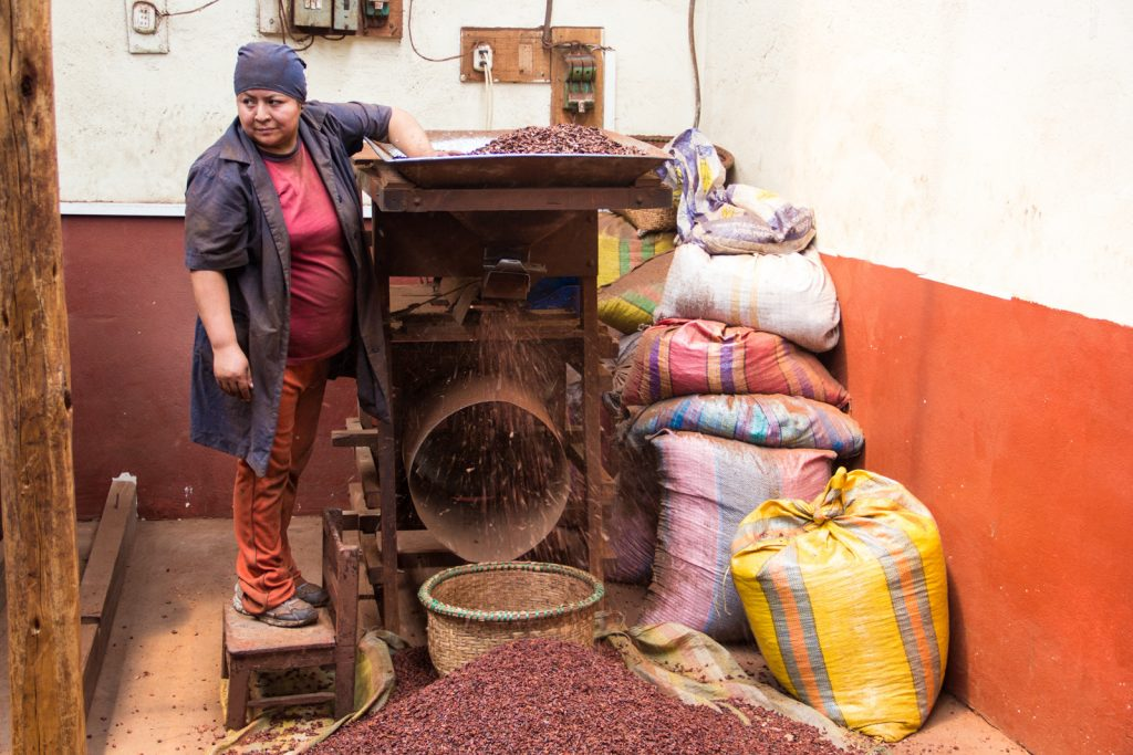 Knacken der Kakaoschalen