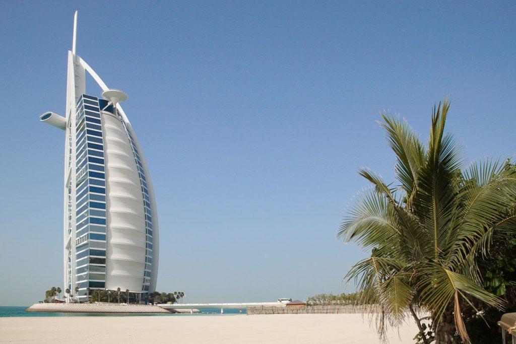 Blick auf das Burj al Arab am Jumeirah Beach