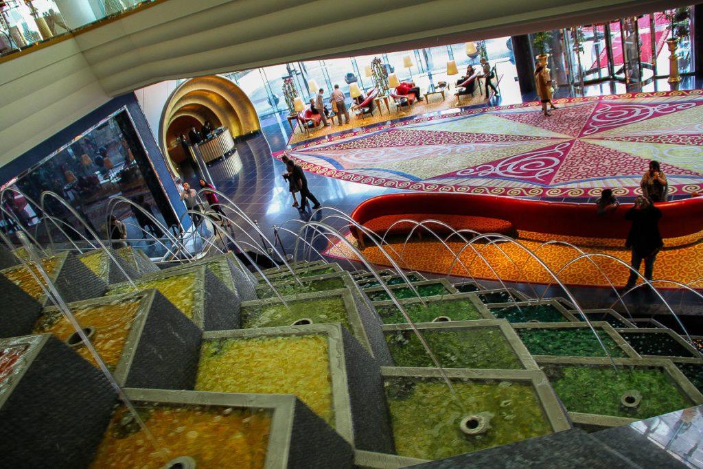 Blick in die Lobby vom Burj al Arab