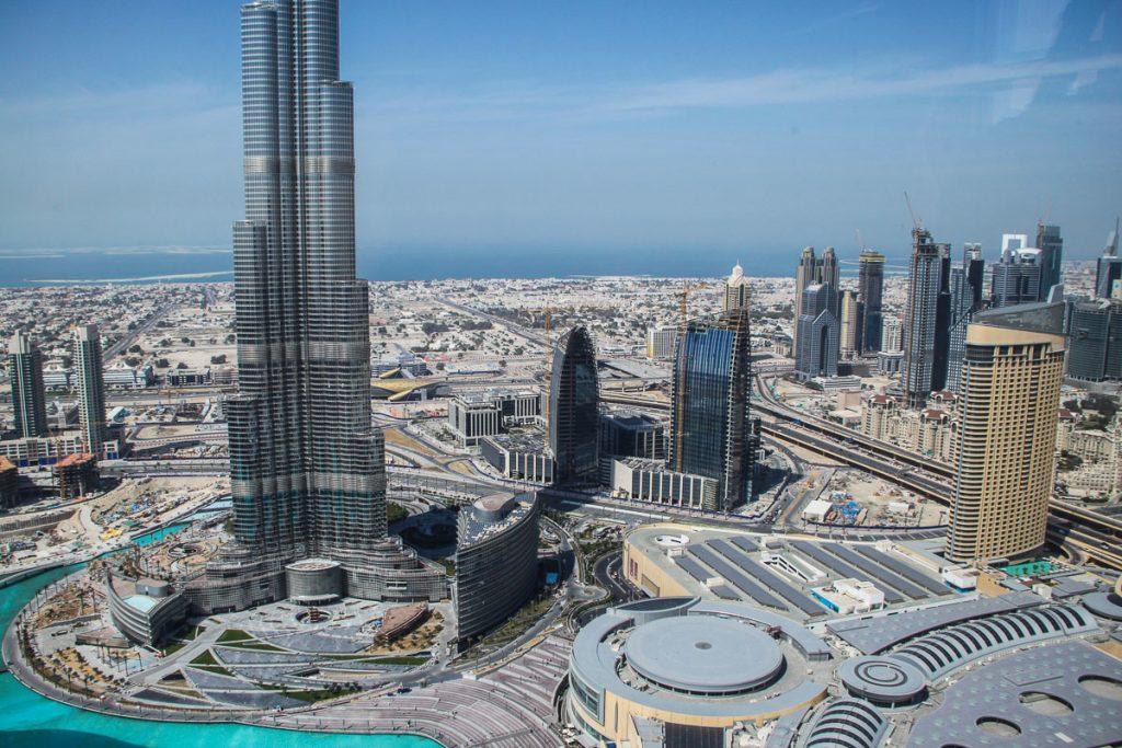 Blick aus der Neos Bar über Dubai und die unteren Stockwerke des Burj Dubai