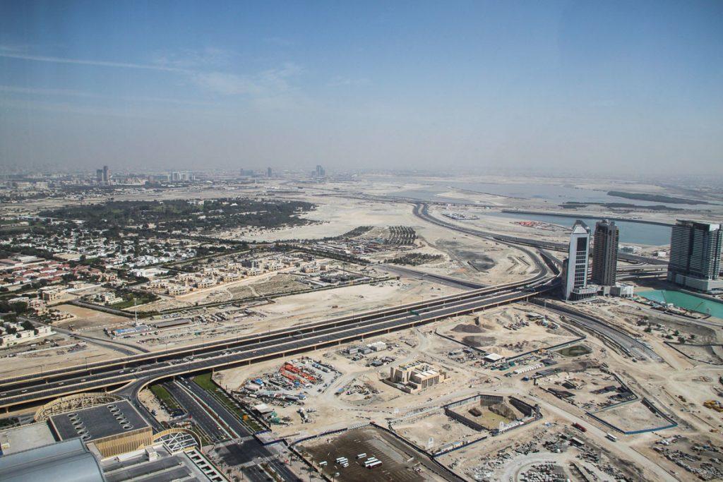 Blick über das noch wenig bebaute Hinterland von Dubai