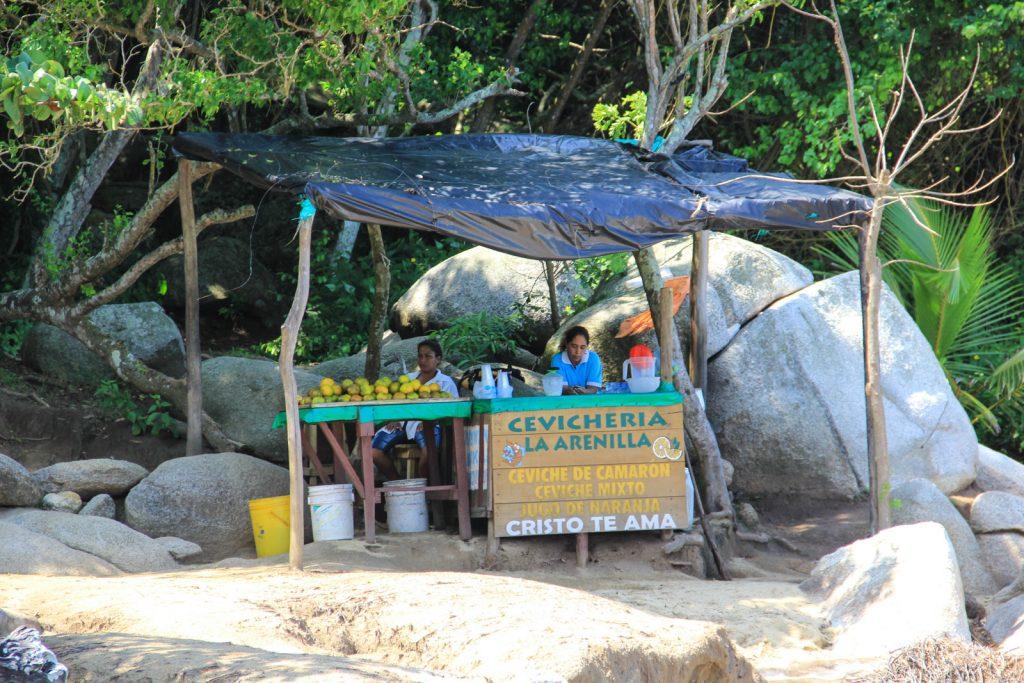 Strandverkäufer in Kolumbien - herrlich entspannt und superlecker