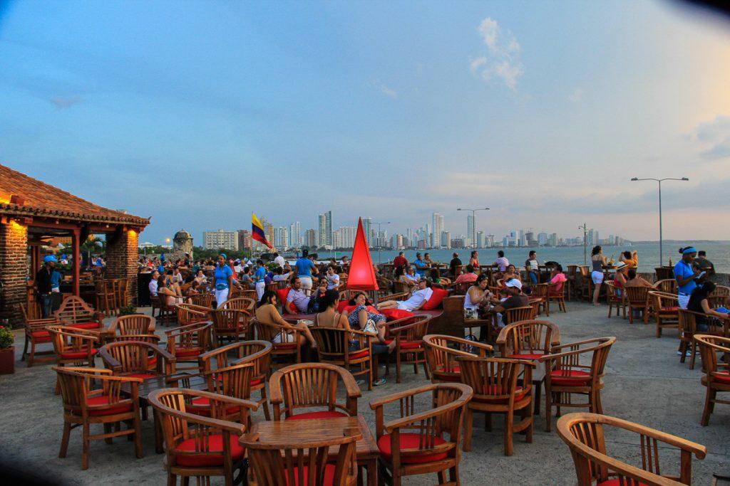 Blick vom Cafe del Mar zum Stadtteil Boca Grande