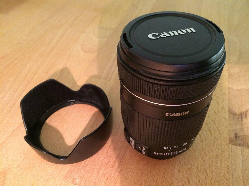Canon EFS 18-135mm mit Gegenlichtblende EW-73B