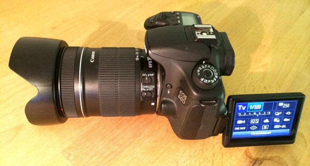 Canon EOS 60D mit EFS 18-135mm Objektiv und Gegenlichtblende