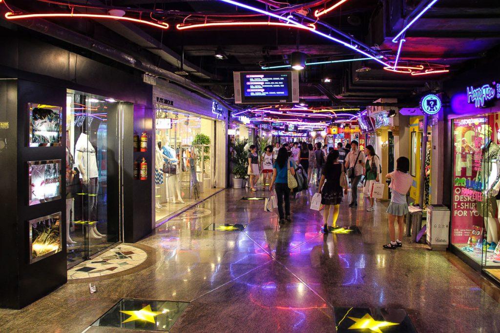 unterirdische Shoppingmeile