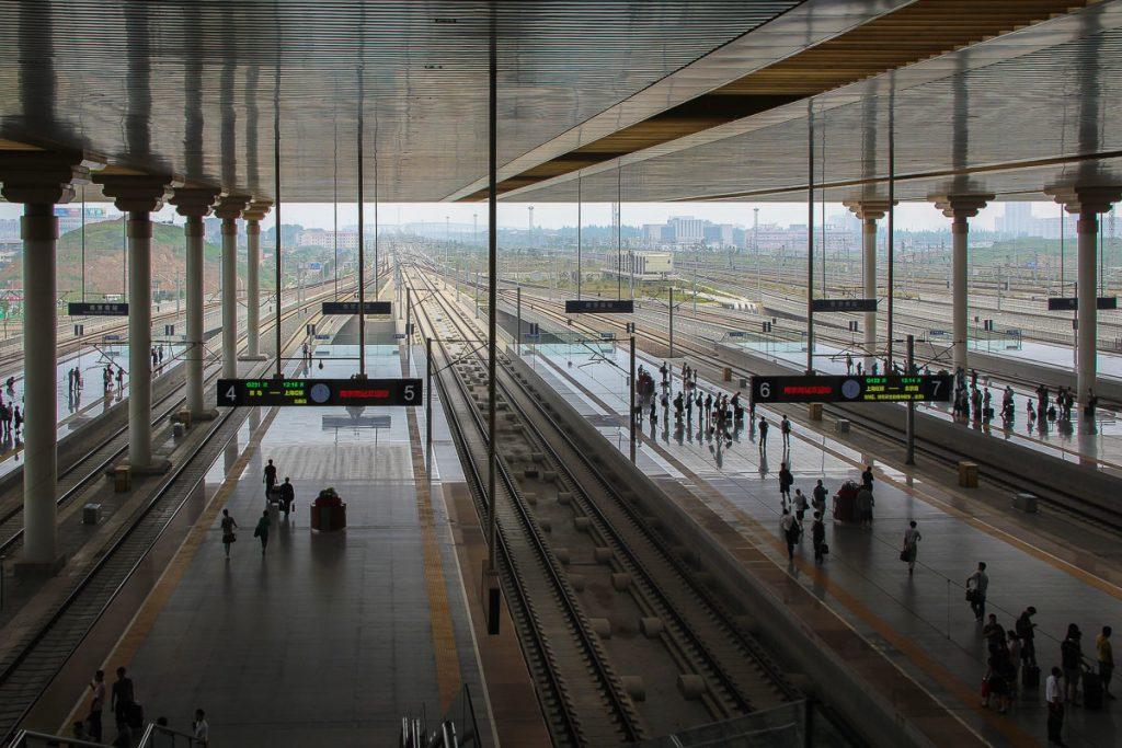 Unzählige Gleise am Bahnhof Nanjing