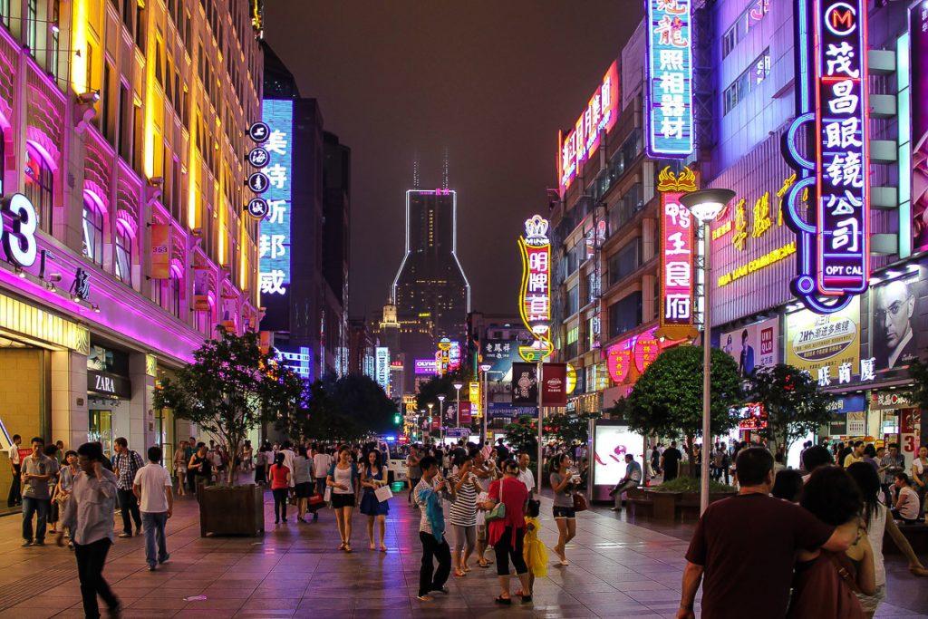 Nanjing Road bei Nacht
