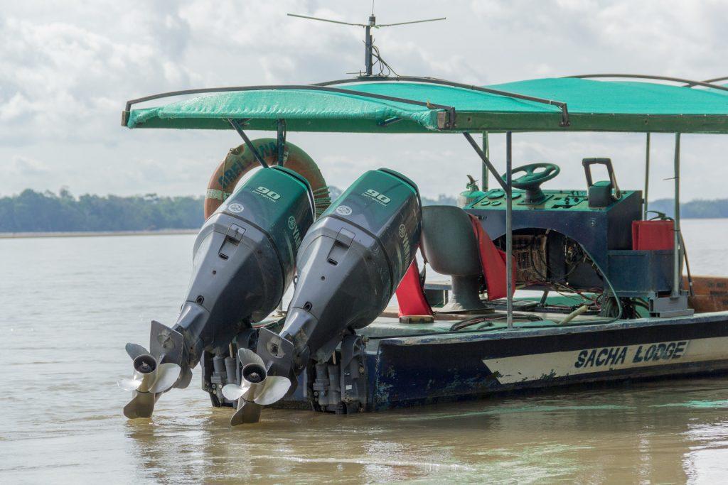 180 PS im Motor-Kanu der Sacha Lodge