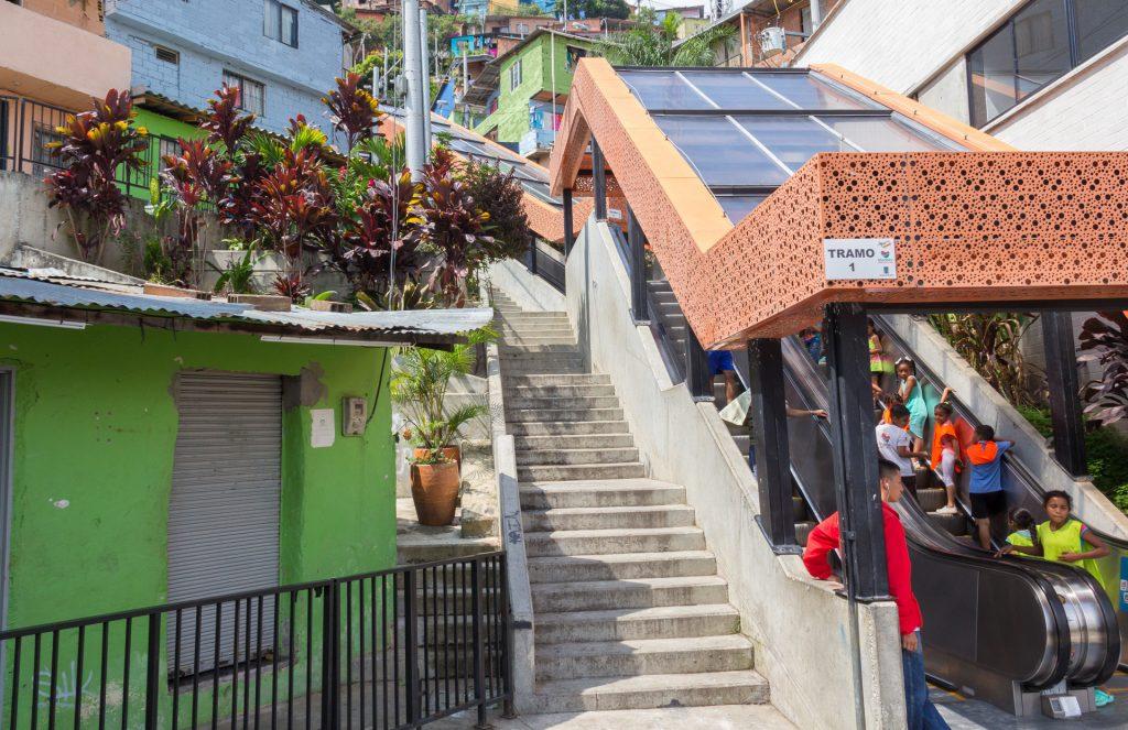 Die erste von sechs Rolltreppen in der Comuna 13 in Medellin
