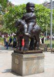 eine von 23 Statuen auf dem Plaza Botero