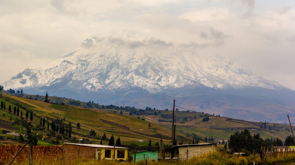 Blick auf den wolkenverhangenen Chimborazo