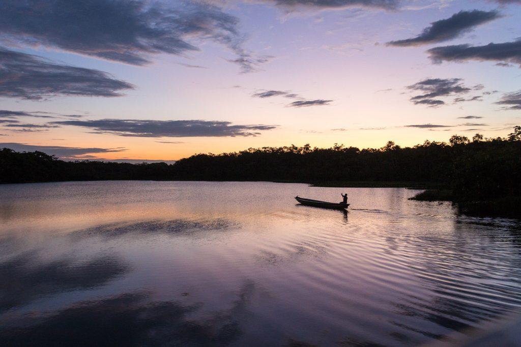 Sonnenuntergang über der Lagune der Sacha Lodge