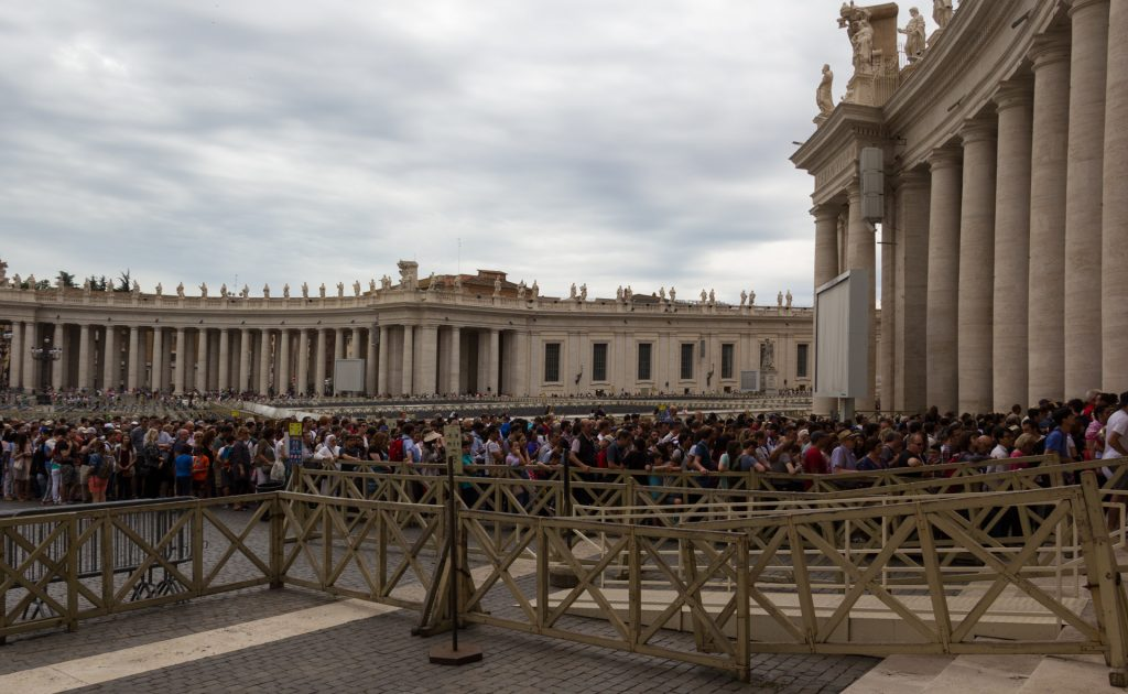 Schlange am Petersdom - mit Getyourguide kein Thema