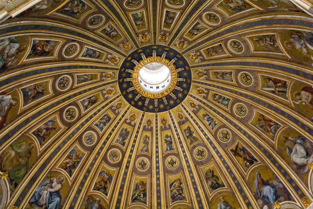 Blick in die Kuppel vom Petersdom