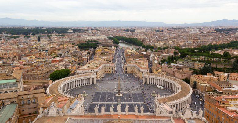 Blick vom Petersdom über den Petersplatz