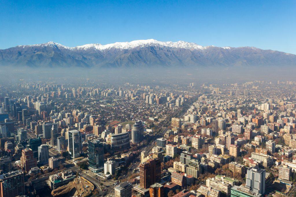 Blick über Santiago de Chile bis zu den Anden