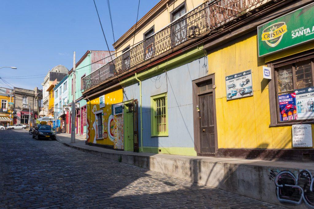 Valparaíso: Farben, Wellblech und Stromkabel