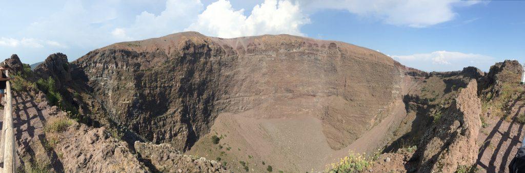 Blick in den Krater vom Vesuv