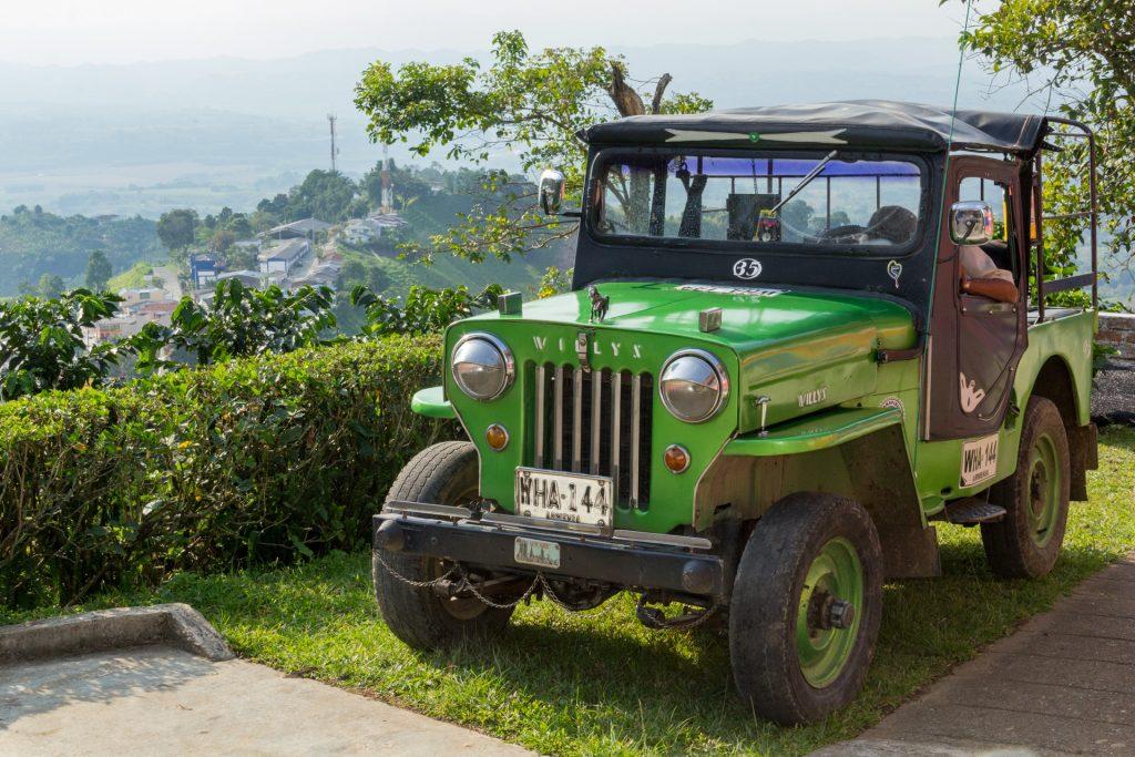 alter Willys-Jeep in der Kaffeezone