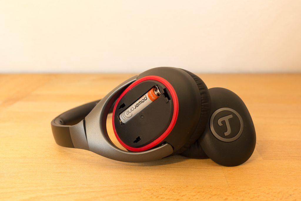 Teufel MUTE - zur aktiven Geräuschunterdrückung wird eine AAA-Batterie benötigt