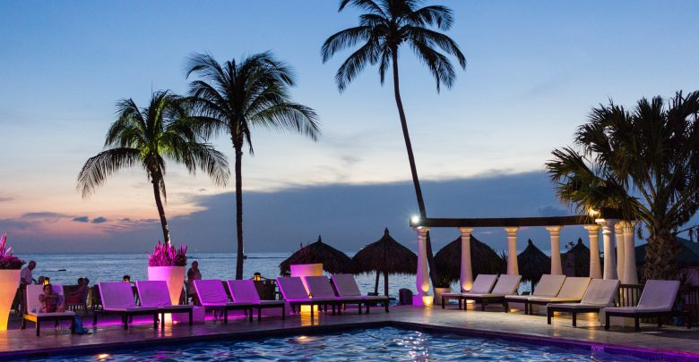 Pool und Meer vom Divi Aruba All Inclusive Resort