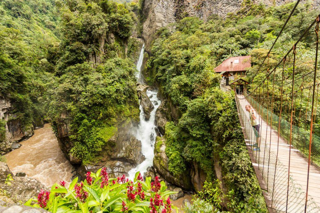 Blick auf den Pailón den Diablo und die Hängebrücke