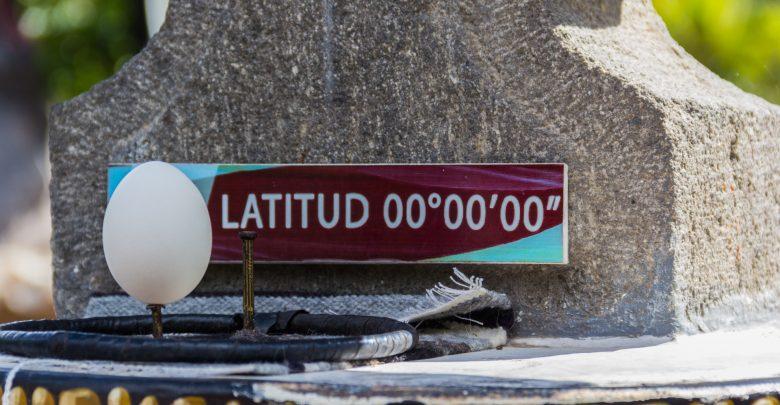 Das Intiñan Solar Museum - auf dem Äquator balanciert das Ei auf der Spitze