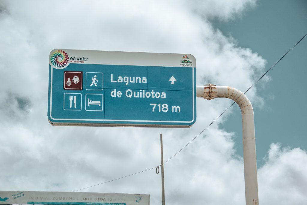 Das exakteste Strassenschild in Ecuador