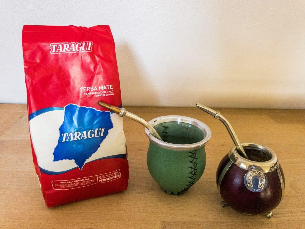 Mate Tee von Taragüi, zwei Kalebassen mit Bombilla