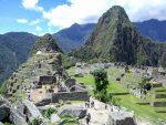 Blick vom Inti Punku über die Ruinen auf den Huayna Picchu