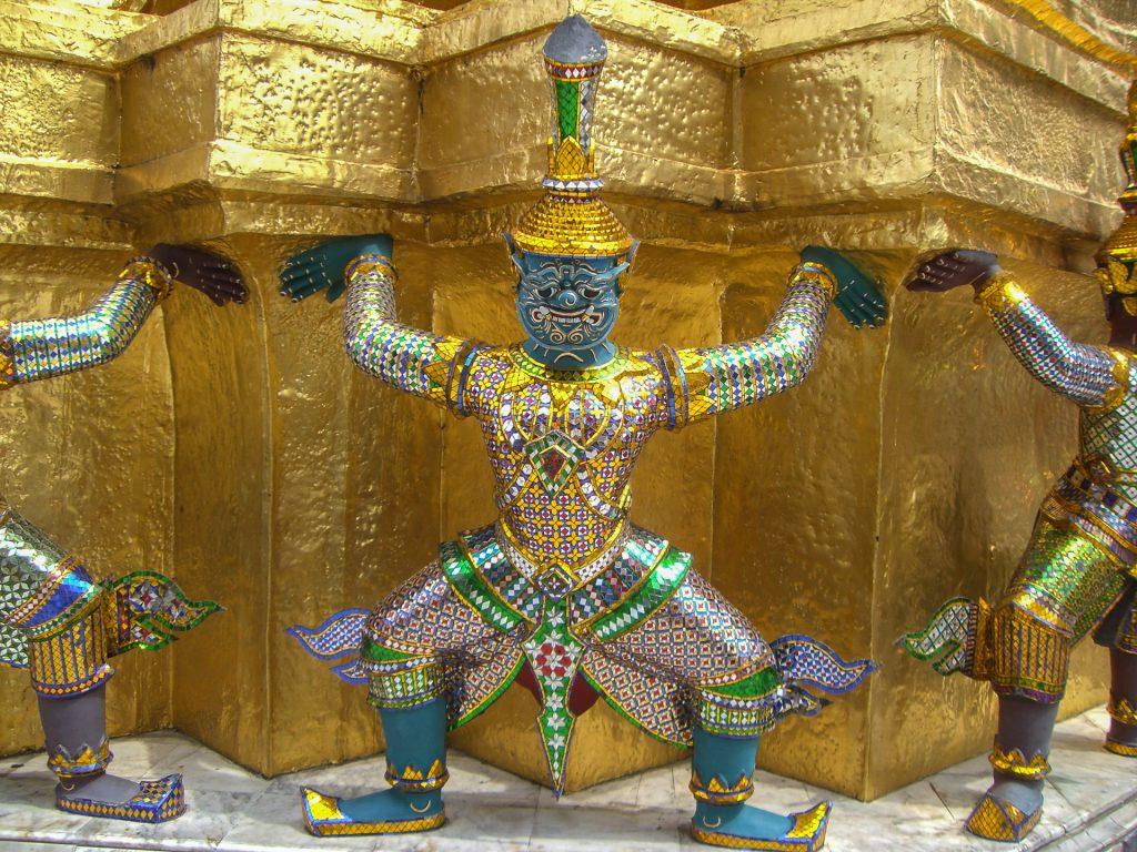 prachtvolle Statue im großen Palast in Bangkok