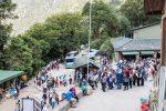 Schlange an der Busstation von Machu Picchu