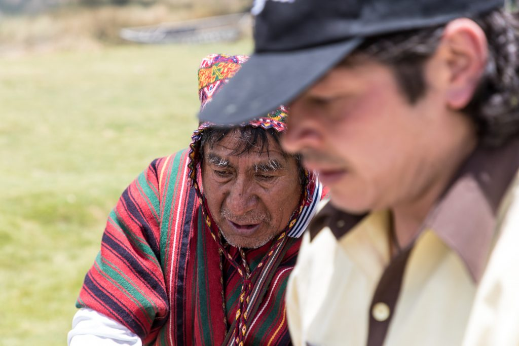Schamane bei der Pachamanca