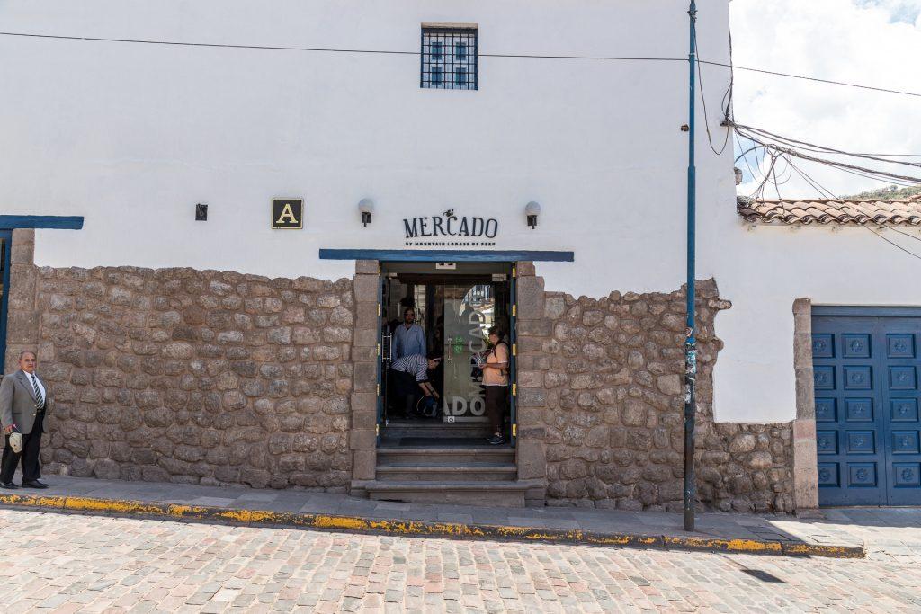 """Der unscheinbare Eingang vom Hotel """"El Mercado"""" in Cusco"""