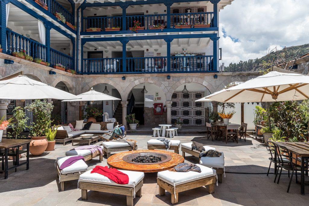 """Feuerstelle im Innenhof vom Hotel """"El Mercado"""" in Cusco"""