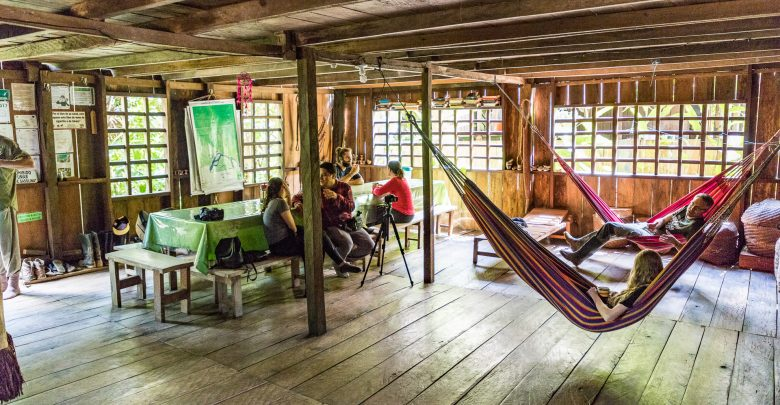 Aufenthaltsraum mit Hängematten in der Casa Gregorio