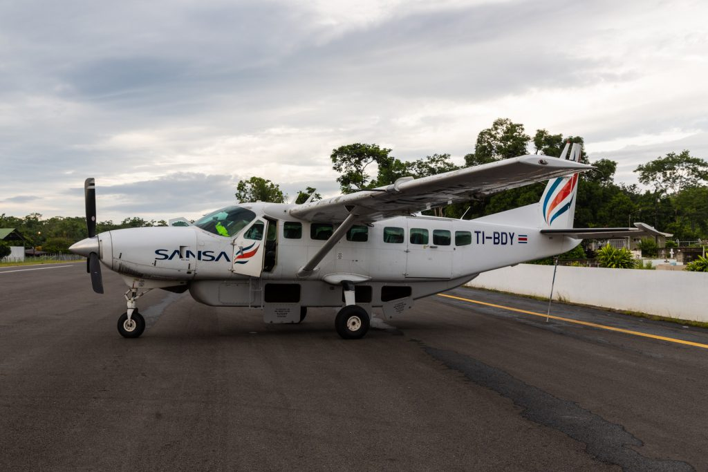 Propellermaschine von sansa Airlines in Costa Rica