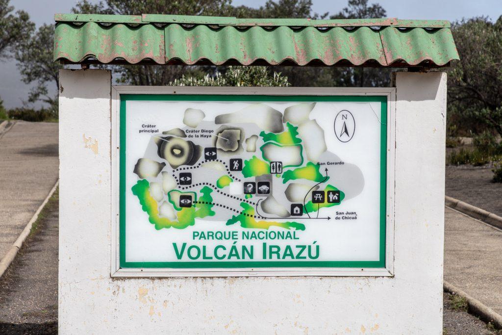 Verschiedene Wege mit verschiedenen Aussichtspunkten am Vulkan