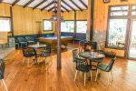 Die gemütliche Bar in der Trogon Lodge