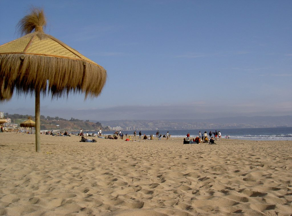 "Am Stand von Viña del Mar (<a href=""https://commons.wikimedia.org/wiki/File:Vina_del_Mar_Strand.JPG"">Photo</a> Michael Ertel, <a href=""https://creativecommons.org/licenses/by-sa/3.0/deed.de"">CC BY-SA 3.0</a>)"