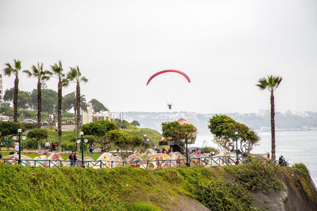 Paraglider über Lima