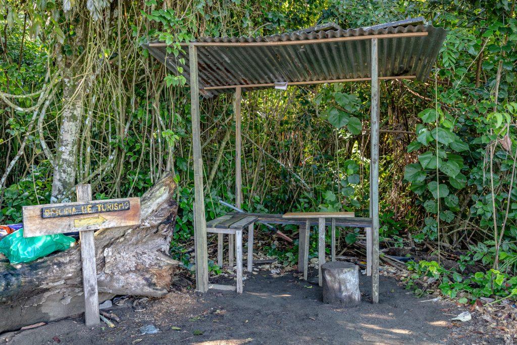 """""""Oficina de Turismo"""" im Corcovado Nationalpark"""