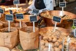 Verschiedene Nüsse und Saaten