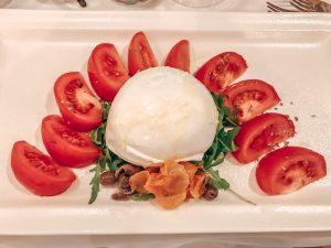Burrata mit frischen Tomaten