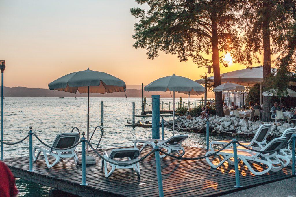 Sonnenuntergang über dem Gardasee im Ristorante l'Arcimboldo