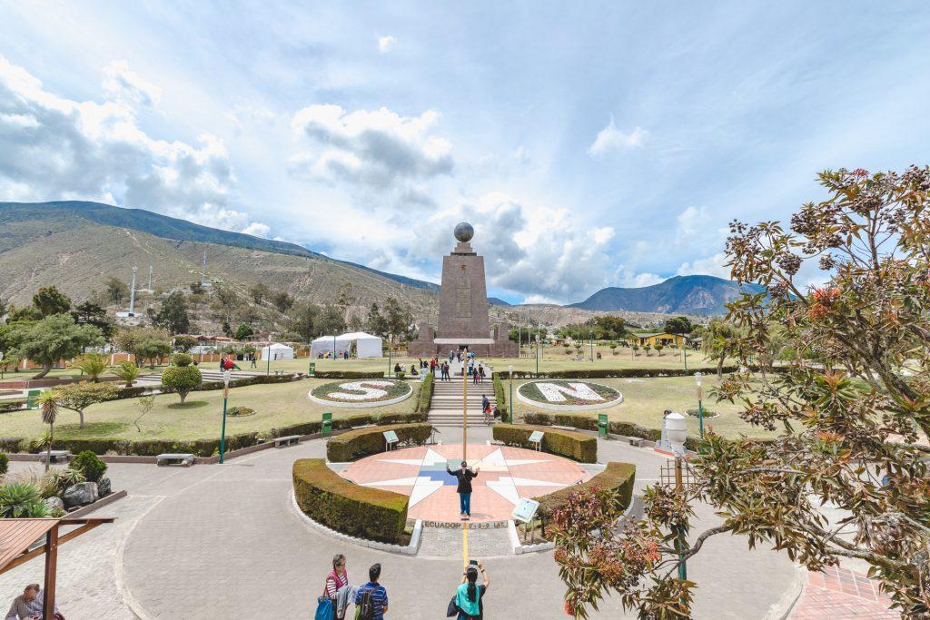 "Das Äquatordenkmal ""Mitad del Mundo"" in Quito"