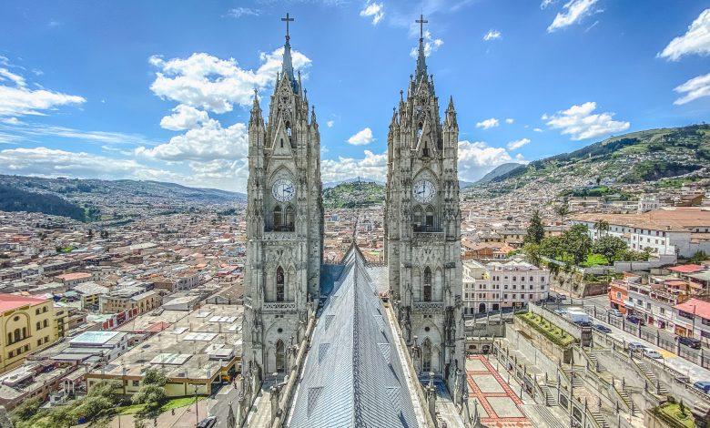 Blick von der Basilica del Voto Nacional zum Panecillo