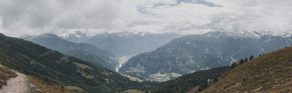 Blick vom Krahberg hinunter ins Tal